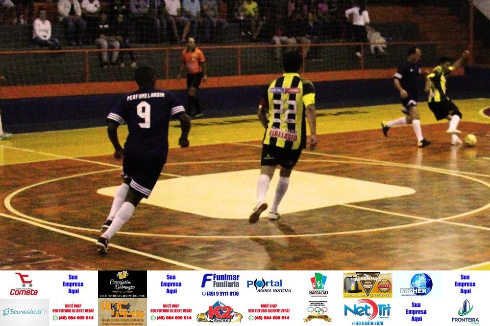 Fotos da rodada de terça feira (07) do Interbairros de Futsal de Barracão