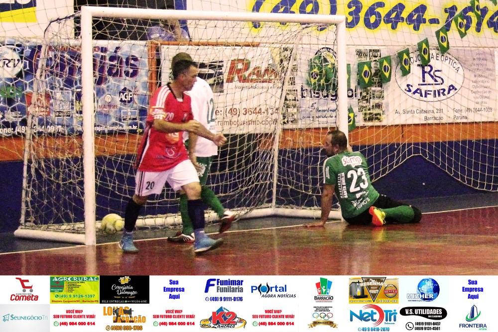 Fotos da rodada de quinta feira do Interbairros de Futsal de Barracão/PR