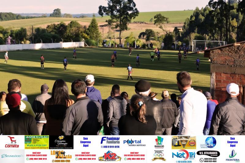 Fotos da rodada de quartas de finais do Cerqueirense A e B no Campo do Distrito de Idamar