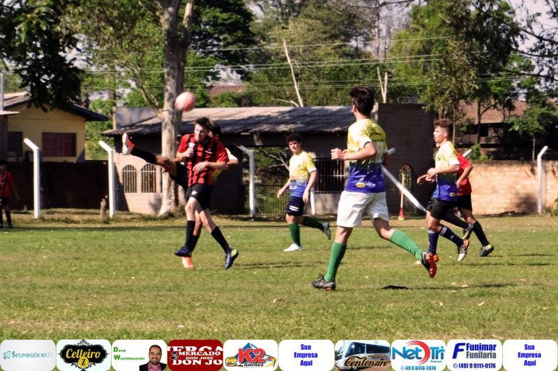 Escola Furacão de Barracão realiza amistoso contra a Escola Amigos da Fronteira