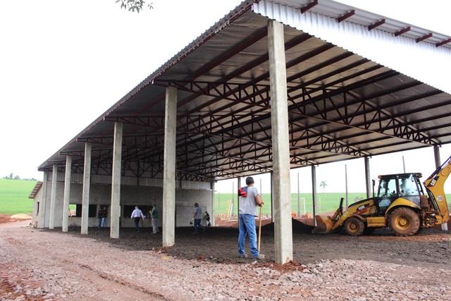 Parceria viabiliza novo pavilhão no Mundo Novo, em Bom Sucesso do Sul