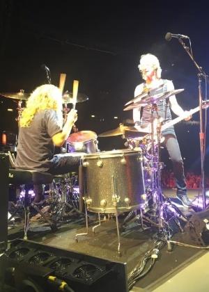 Steven Adler se apresenta com o Guns N' Roses após 26 anos