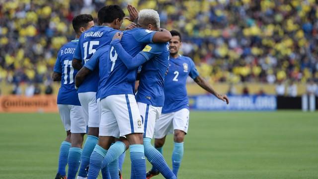 Com Jesus nas alturas, Brasil vence Equador por 3 a 0 e quebra tabu de 33 anos
