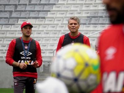 Autuori testa 10 no ataque em cinco jogos e busca solução ao Atlético-PR