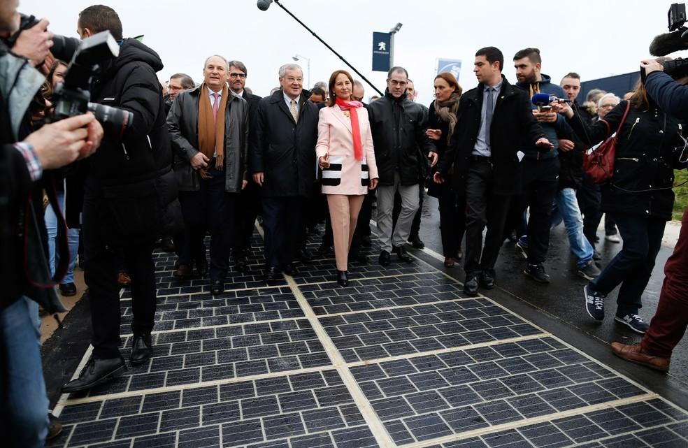 França inaugura primeira estrada solar do mundo