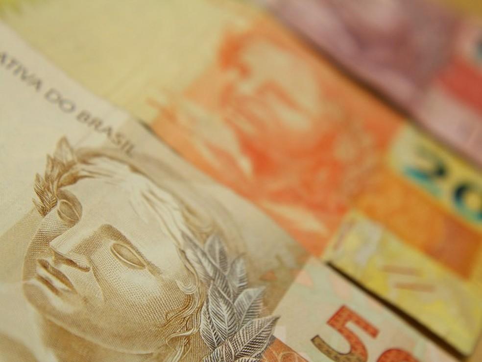 Governo regulamenta salário mínimo de 2017 no valor de R$ 937