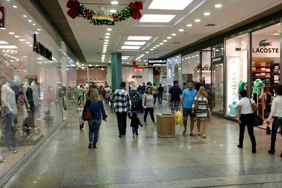Shoppings têm queda de 3,5% no movimento em 2016