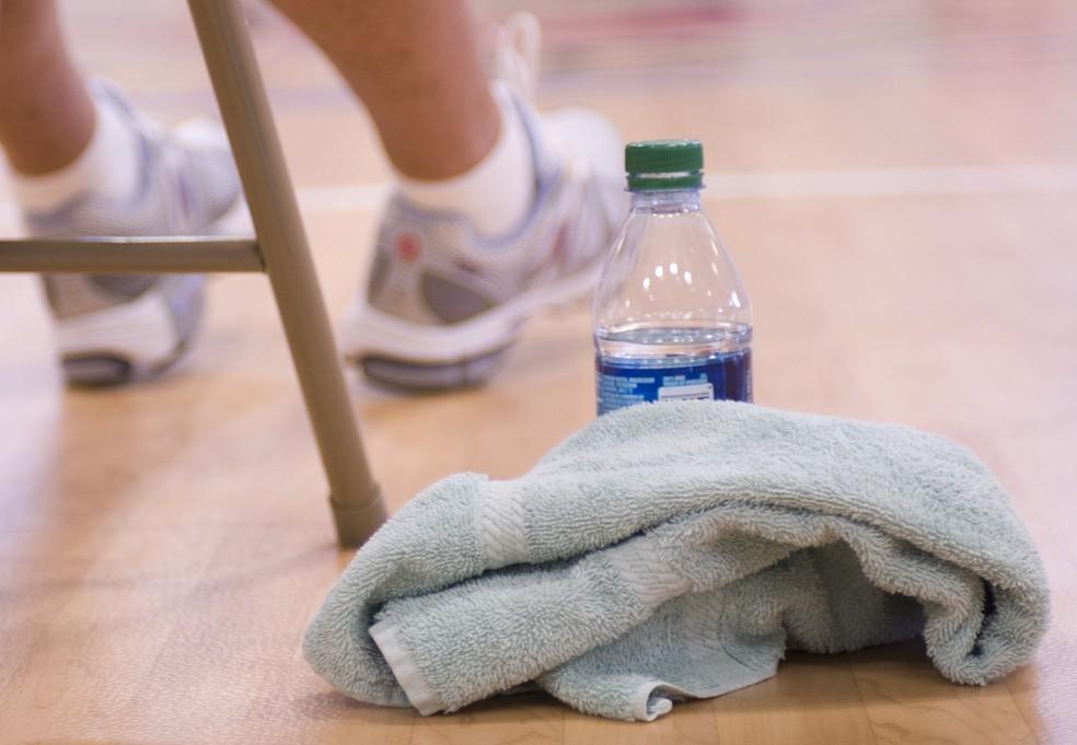 Por que você deveria lavar as toalhas de banho com mais frequência do que imagina