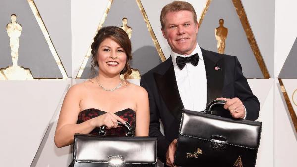 Responsável por confusão no Oscar divulga novo pedido de desculpas