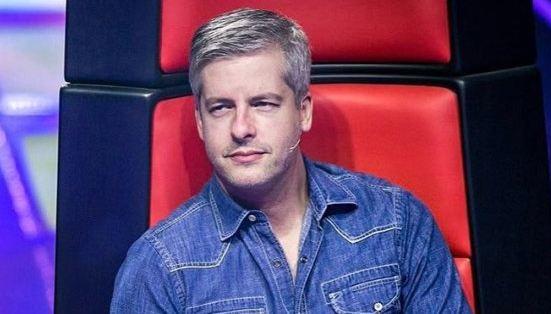 Sertanejo Victor pede afastamento do The Voice após ser acusado de agressão