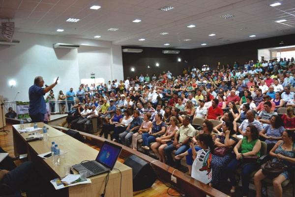 Beltrão – Senadores Gleisi Roffmann e Requião reafirmam que reforma da Previdência é golpe contra os trabalhadores