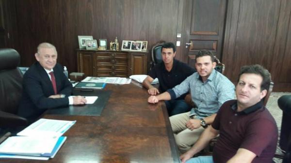 Barracão - Dieyson Bugança busca parceria em Curitiba e com prefeito Marco Zandoná para asfaltamento em Siqueira Bello