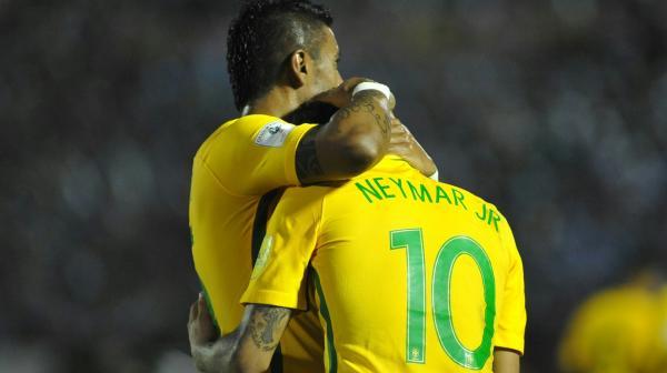 """Atuações do Brasil: Paulinho é o melhor em campo, e Neymar """"paralisa"""" uruguaios"""