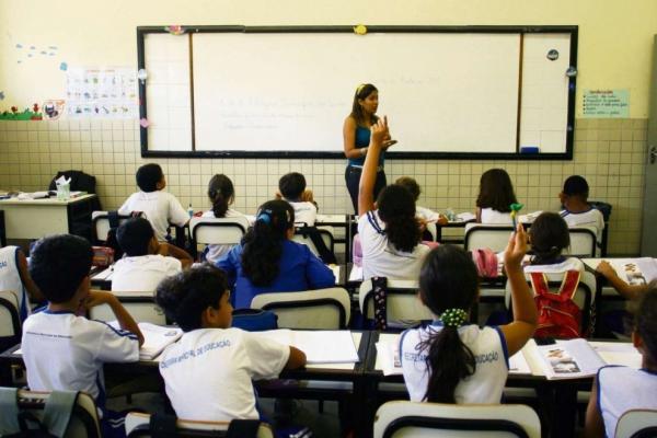 Teto de dedução de despesas é entrave para a qualidade da educação brasileira