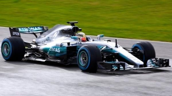 E a peleia Vettel x Hamilton continua