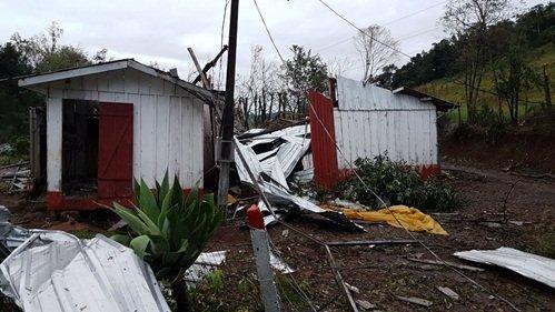 Sudoeste - Temporal causa prejuízos em municípios