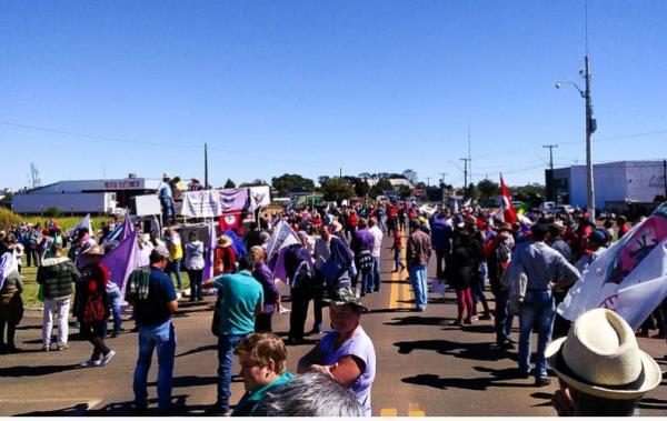Manifestantes contrários a Reforma Trabalhista e da Previdência saem as ruas da Tri-Fronteira