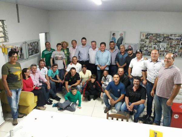 Deputado Luiz Corti entrega emenda para aquisição de uma retroescavadeira para a agricultura de Barracão