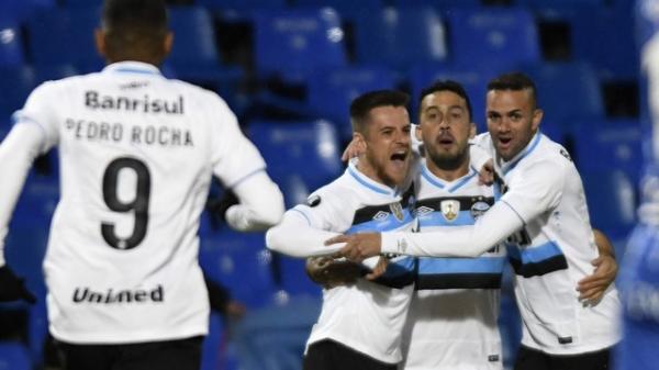 Gigante brasileño vence en Mendoza; Com gol antes do primeiro minuto, Grêmio supera o Godoy Cruz