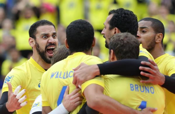 No vôlei masculino, Brasil derrota a equipe do Canadá mesmo com a temperatura baixa