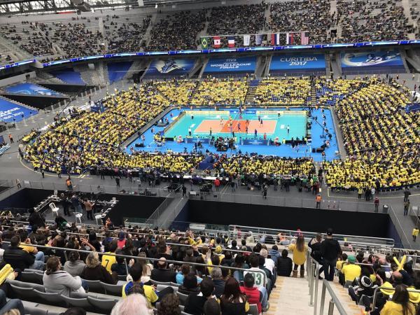 Com a arena alugada para o jogo masculino de Vôlei, público do Brasil supera a do Furacão na Libertadores