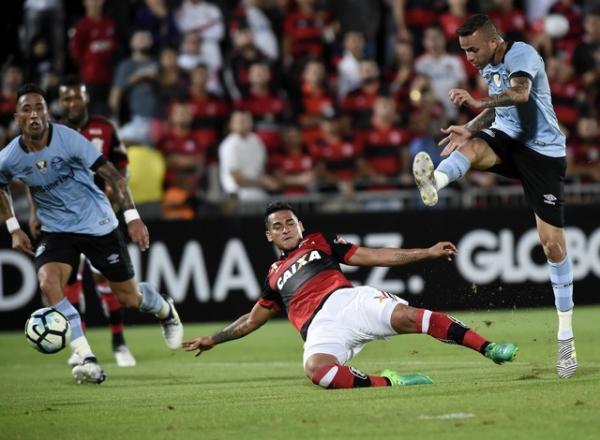 Grêmio não joga o melhor futebol, mas vence Flamengo na Ilha do Urubu
