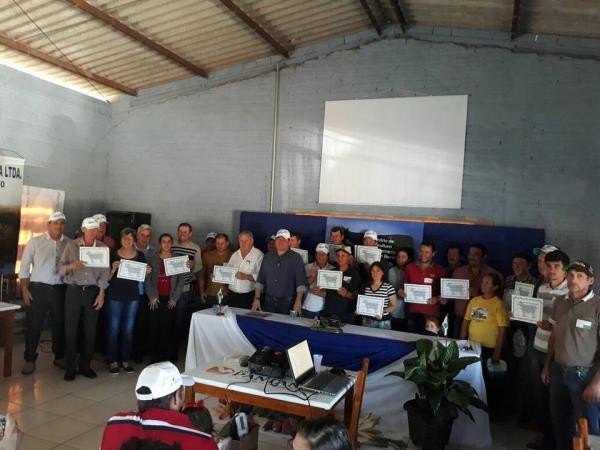 Barracão – Bovinocultores de leite são beneficiados com palestra e técnicas para aumentar a produção