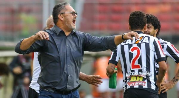 Atlético Mineiro vence Flamengo e mantém esperança para o G6