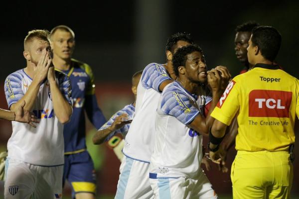 Apesar de vitória Avaí reclama de Arbitragem
