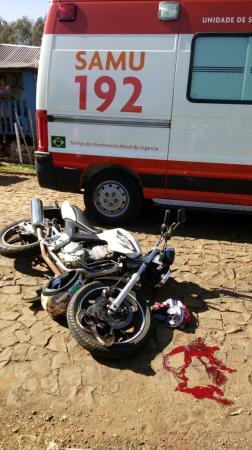 Dionísio Cerqueira – Motoqueiro fica ferido após colidir com caminhão