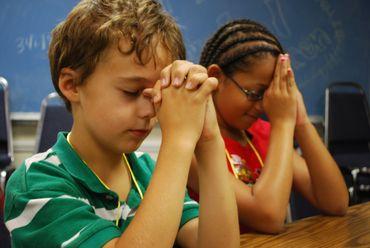 Professora proíbe crianças falarem de Deus em escolas