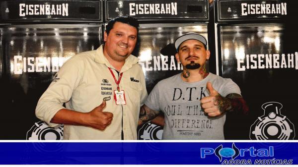 Bob Claito (D) organizador do evento juntamente com representante da Eisenbahn/Foto:Marcos Prudente