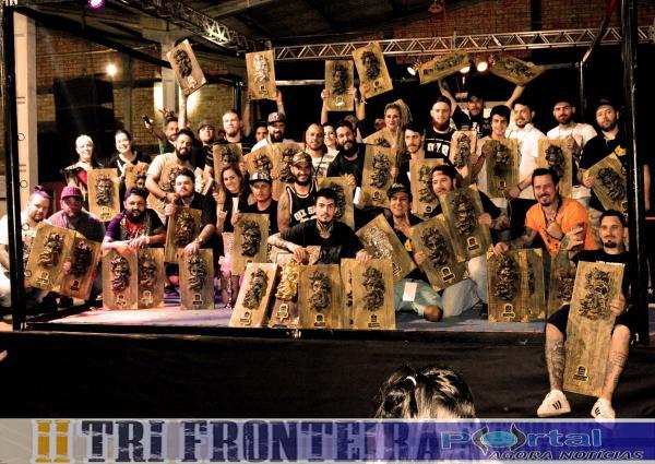 Artistas e organizadores do evento em pose para foto oficial/Foto:Marcos Prudente