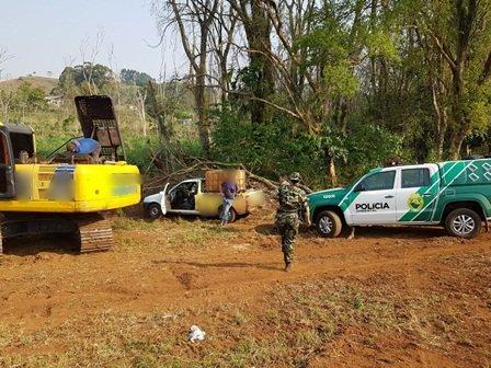 """Beltrão – """"Homem primata, capitalismo selvagem""""; Polícia Ambiental flagra atividade irregular"""