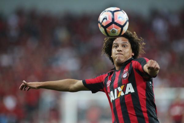 Atlético-PR deve ter, Nikão e Gedoz contra o Santos