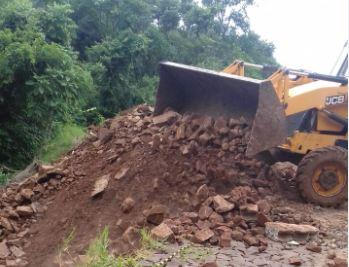 Barracão – Com auxilio do governo do estado, força tarefa continua recuperando estradas e pontes