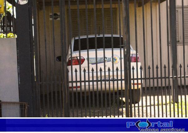 Carro do Legislativo na garagem da casa do Vereador Dieyson Bugança/Foto:Marcos Prudente