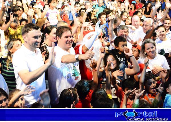 Barracão – Barraconenses tomaram a Praça Clevelândia à espera do bom velhinho