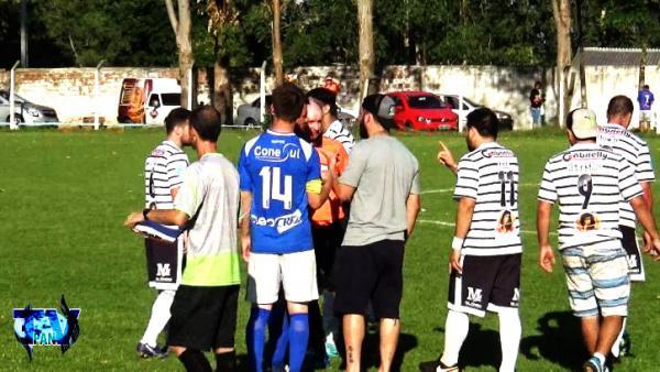 Barraconense – Empurra-empurra e agressão tiraram quatro jogadores do jogo de Cruzeiro e Galo