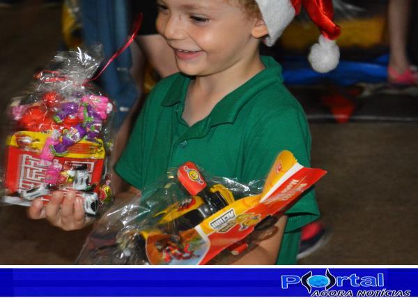 Bom J. do Sul – Crianças tiveram um dia de muita festa, alegria, presentes e doces com Papai Noel