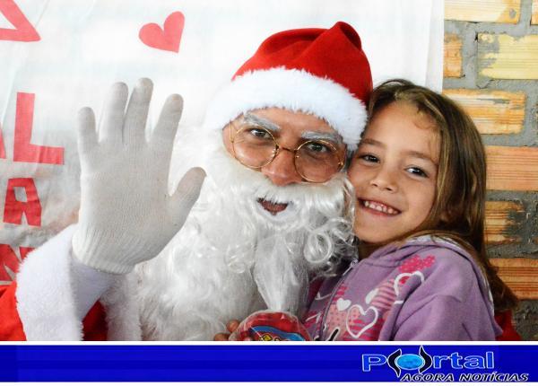 Barracão – Crianças do Bairro Nova Esperança celebram Natal com Papai Noel