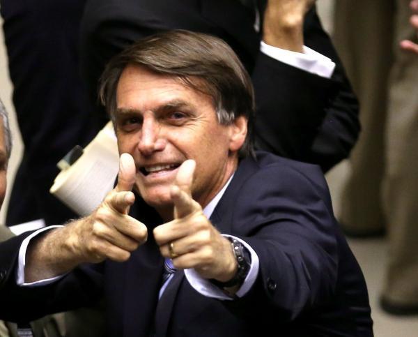 Bolsonaro venceria primeiro turno com 40,5% dos votos aponta enquete do site Eleições no Brasil