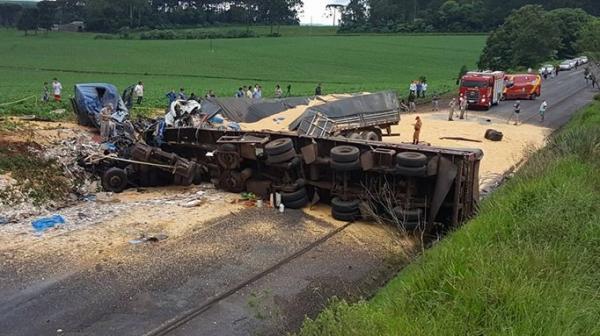Três morrem após um acidente na PR-483