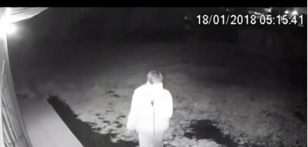 Câmera de segurança flagra ladrão em Dionísio Cerqueira