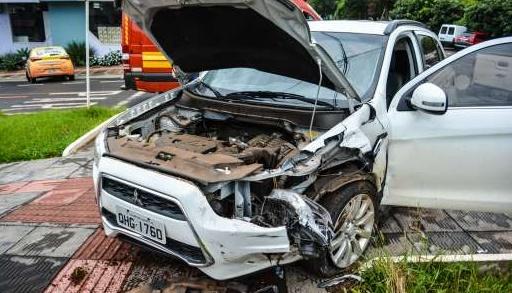 Condutores ficam feridos após colisão em São Miguel do Oeste