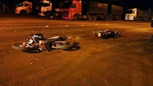 Dois ficam feridos após colisão entre duas motos