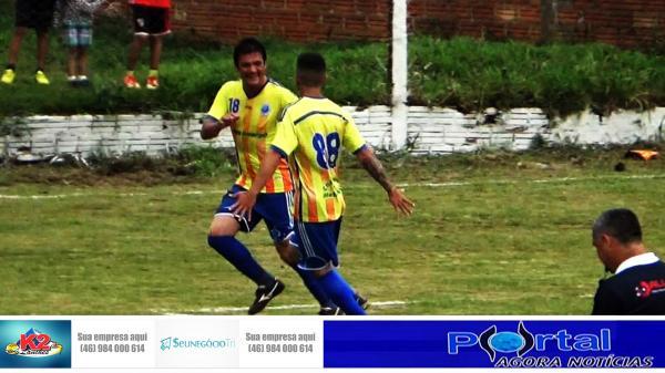 Maurinho usa a cabeça para colocar o Cruzeiro em vantagem sobre Sintético Facundo na Copa CIF