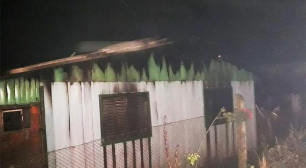Incêndio atinge residência em Palma Sola