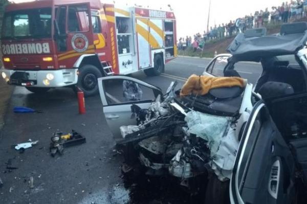 Duas pessoas morrem e três ficam feridas após acidente na BR-282