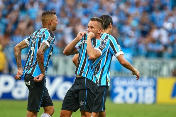 Grato ao Grêmio, Arthur chama Iniesta de